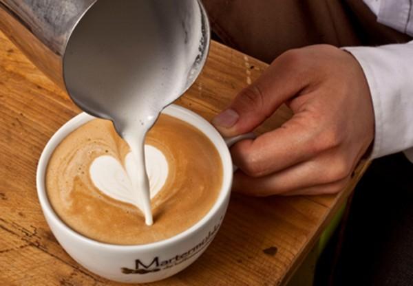 Cappuccino-Latte-Art-Zubereitung