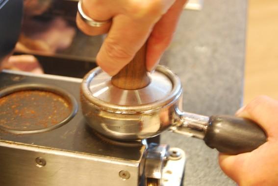 zubereitung-von-kaffee-siebtr-ger