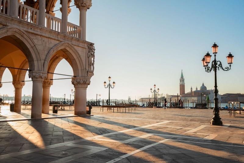 Markusplatz in Venedig bei Abendsonne